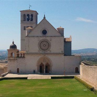 Francesco e Chiara di Assisi, i santi che ripararono la Chiesa